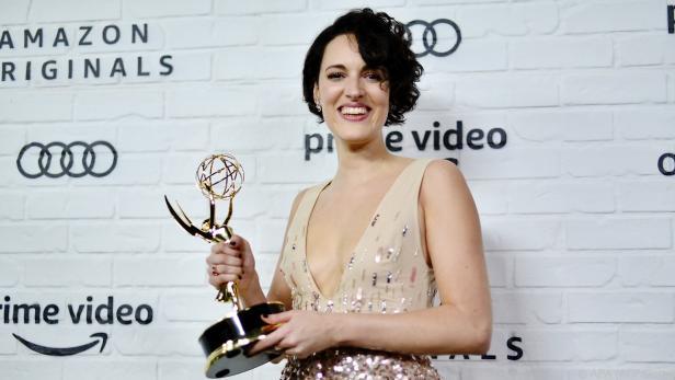 Phoebe Waller-Schmidt mit ihrem Emmy