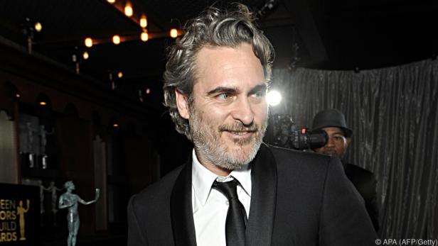 Joaquin Phoenix schenkt Schweinen Zuwendung