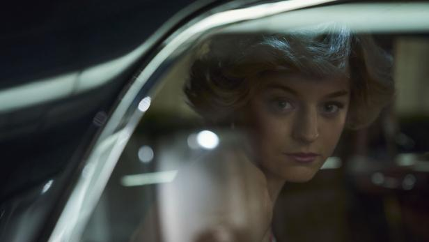 """""""The Crown""""-Star Emma Corrin identifiziert sich als non-binär"""