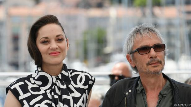 Leos Carax gemeinsam mit Marion Cotillard in Cannes