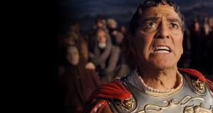 Clooney im Römer-Outfit als dümmlicher Star