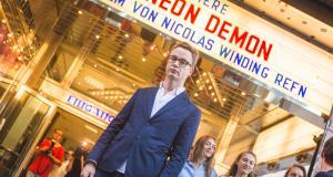 """Nicolas Winding Refn bei der Premiere von """"The Neon Demon"""" im Gartenbaukino"""
